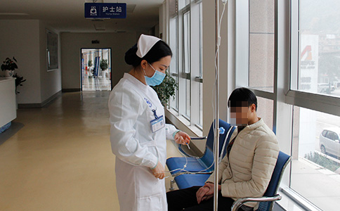 贵州白癜风皮肤病医院一医一患一诊室